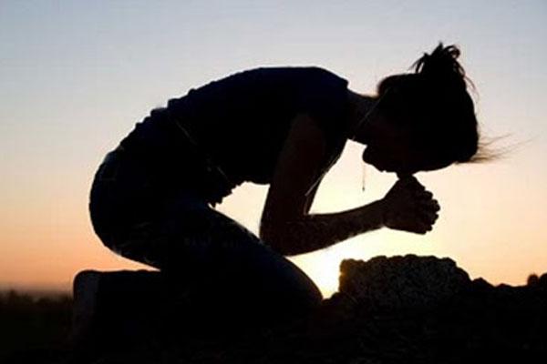 esposa orando pelo marido